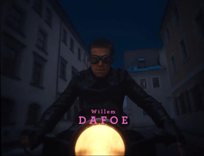 """05.nov.2013 - Willem Dafoe em """"O Grande Hotel Budapeste"""", filme que estreia no Brasil em junho de 2014"""