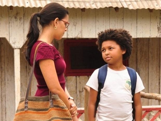 """Em """"Além do Horizonte"""", Celina obriga Nilson a ir para a escola"""