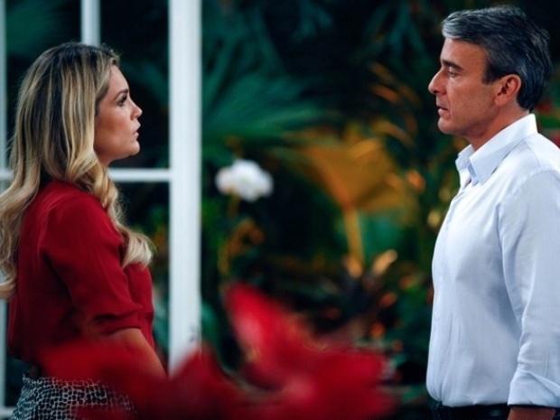 """Em """"Além do Horizonte"""", Heloísa desabafa com Thomaz e ele se insinua para ela"""