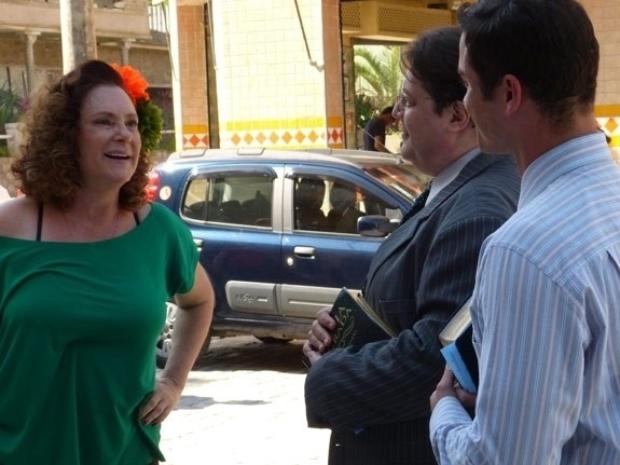 """Em """"Amor à Vida"""", Márcia reconhece dono do bar em que Paloma deu à luz"""