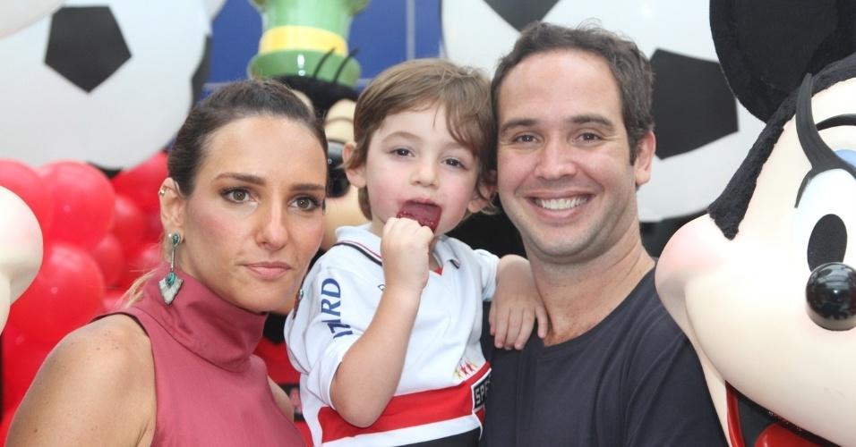 07.nov.2013 - Caio Ribeiro e sua mulher, Renata Leite, comemoraram o aniversário do filho João, que completou 3 anos. A festa aconteceu em um buffet, em São Paulo