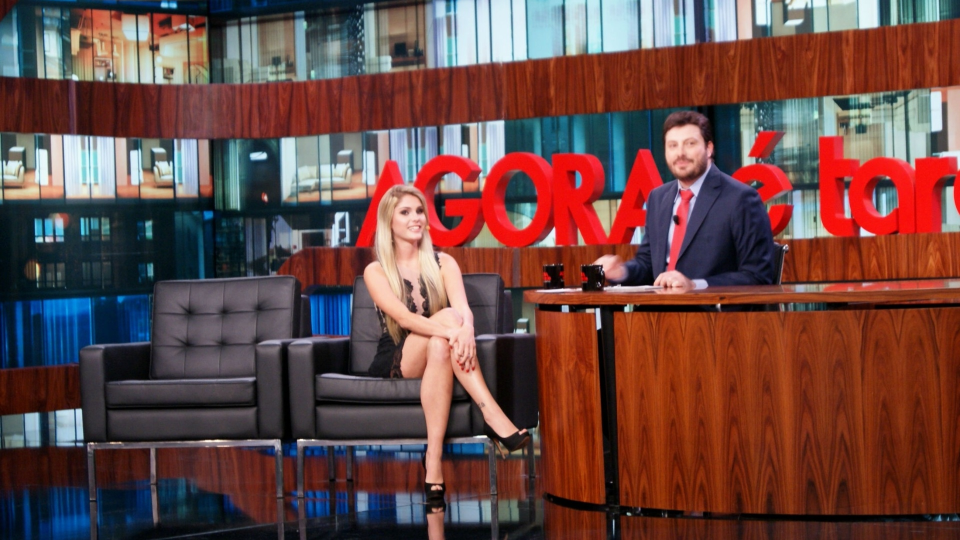 7.nov.2013 - Bárbara Evans participa do