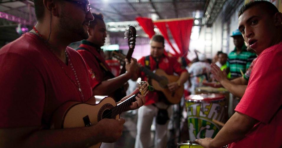 6.nov.2013 - Em clima de preparativos para o Carnaval 2014, Mocidade Alegre apresenta elenco para disputar mais um título