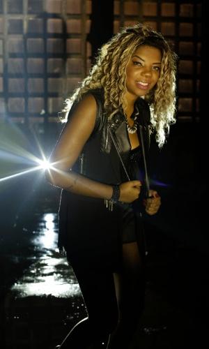 """6.nov.2013 - Mais estilosa, MC Ludmilla deixa de lado o nome MC Beyoncé e grava o clipe da música """"Sem Querer"""" com a produção de Bruno Murtinho"""