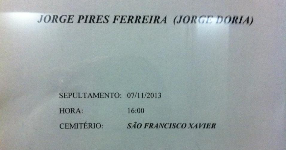 7.nov.2013 - Aviso que o corpo de Jorge Doria será sepultado