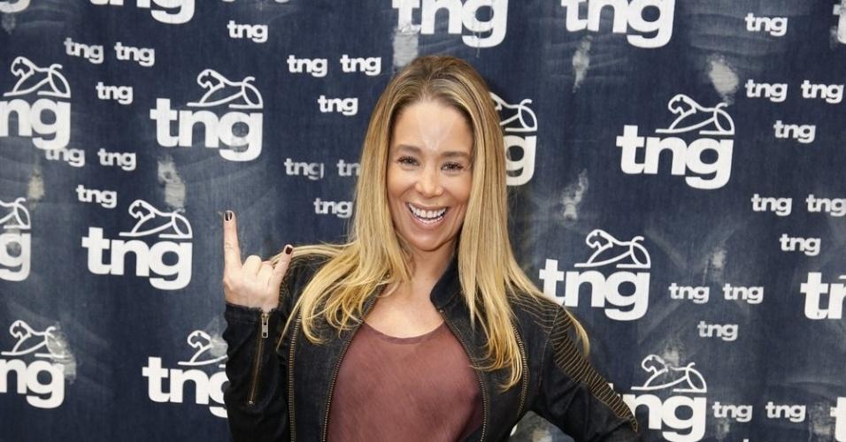 7.nov.2013 - Danielle Winits fez prova de roupas para o desfile da TNG que acontecerá nesta sexta (8)