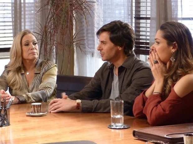 """Em """"Amor à Vida"""", Leila fica furiosa ao descobrir que Natasha vai se mudar para mansão"""