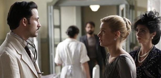 """Em """"Joia Rara"""", Iolanda se desespera ao ver Mundo no hospital"""