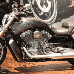 Harley-Davidson Electra GlideHarley-Davidson V-Rod - Arthur Caldeira/Infomoto