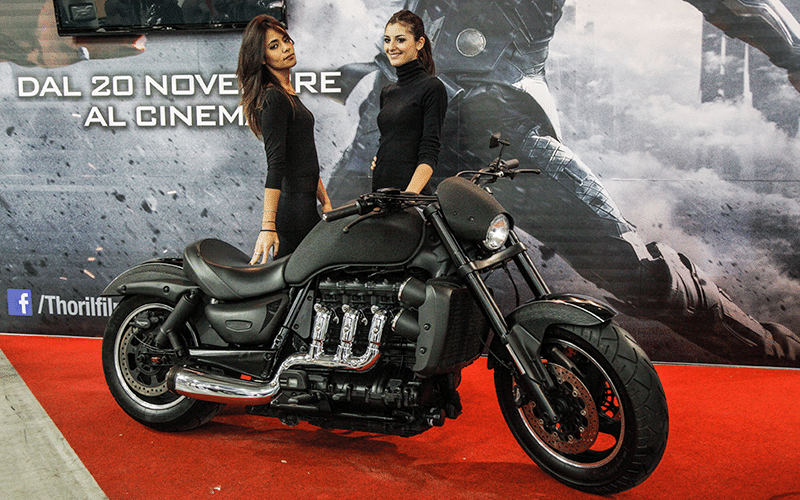 Triumph Rocket III customizada