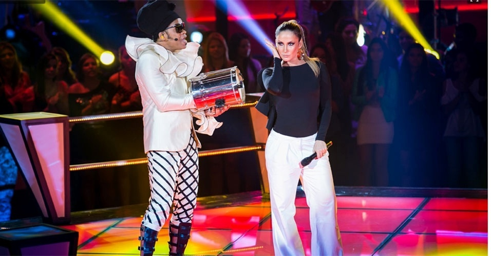 07.nov.2013 - Claudia Leitte e Carlinhos Brown se apresentam no programa