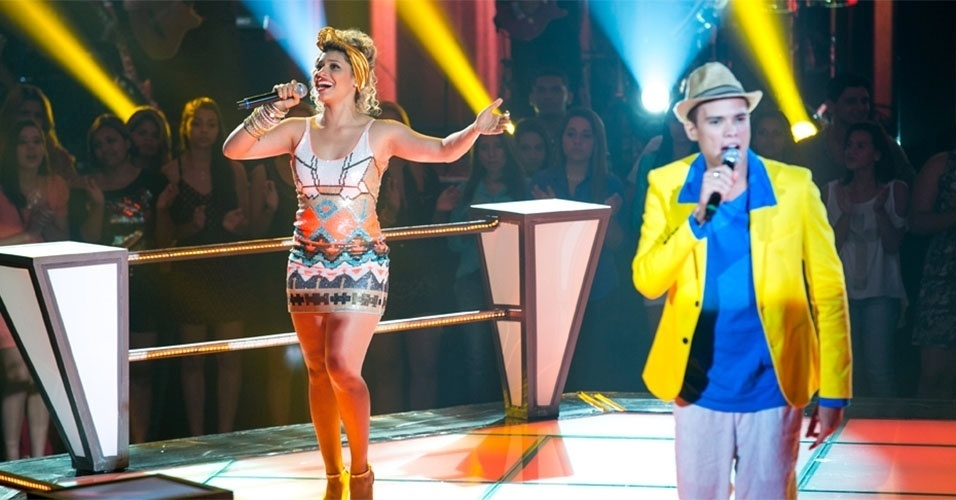 "07.nov.2013 - Do time de Carlinhos Brown, Marcos Lessa e Aila Menezes cantam ""É Hoje o Dia"""