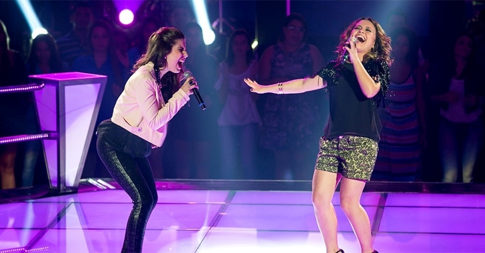 "07.nov.2013 - Do time de Claudia Leitte, Bruna Góes e Maysa Ohashi cantam ""Ain't no Mountain High Enough"", de Marvin Gaye e Tammi Terrell"
