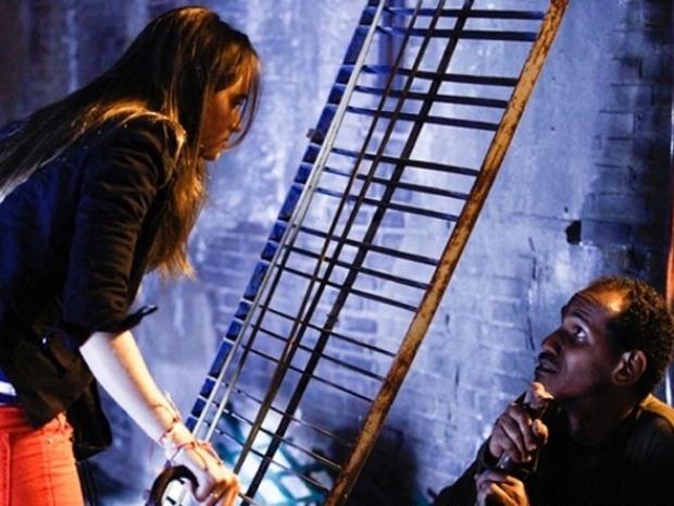 """Em """"Além do Horizonte"""", Lili segue William até galpão frequentado por grupo misterioso"""