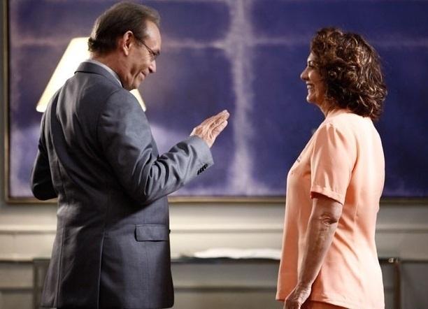 """Em """"Amor à Vida"""", após término de namoro com Gina, Herbert dá em cima de Ordália"""
