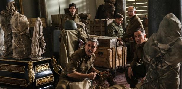 """George Clooney e Matt Damon em cena de """"Caçadores de Obras Primas"""" (""""The Monuments Men""""), dirigido por Clooney, que aborda o roubo de arte por nazistas - Divulgação"""