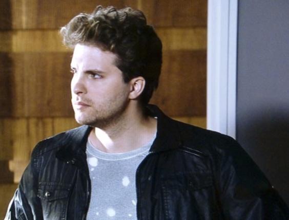 """Em """"Amor à Vida"""", Amarilys insinua que Niko deve pagar a conta do hospital"""