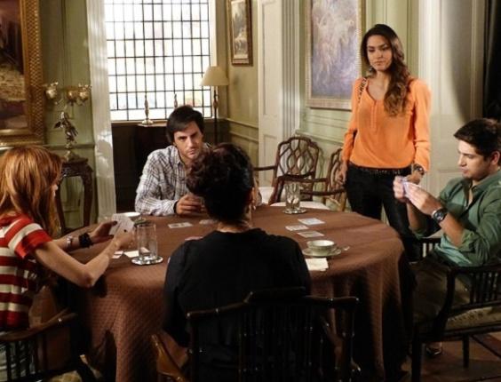 """Em """"Amor à Vida"""", Natasha enfrenta Leila e defende Lídia: """"Não é mais empregada"""""""