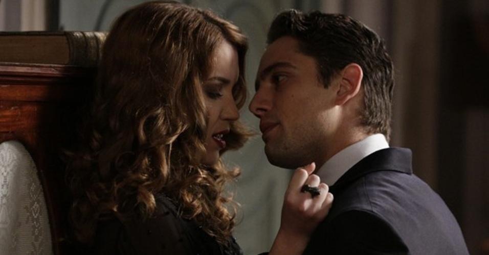 """Em """"Joia Rara"""", Viktor pressiona e pergunta a Sílvia se ele é o pai de seu filho"""