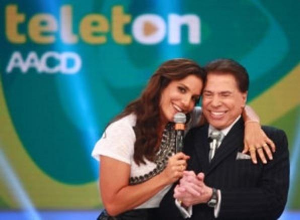 26.out.2013 - Ivete Sangalo e Silvio Santos durante o Teleton 2013