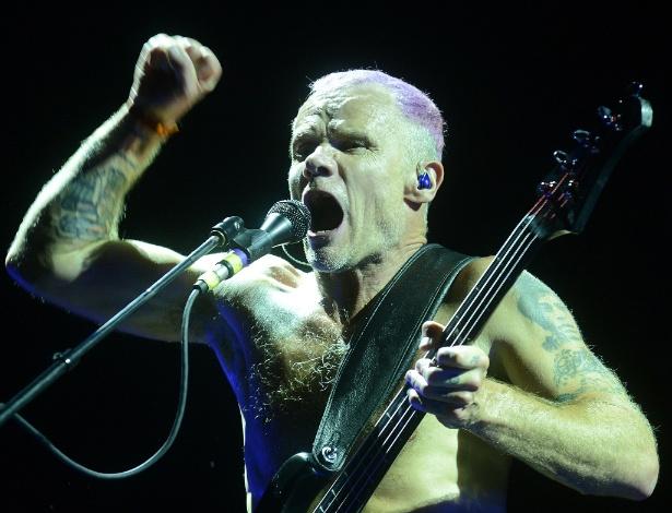 """Flea, baixista do Red Hot Chili Peppers, divulga vídeo improvisando """"Plaquê de 100"""" e diz gostar de todo tipo de música - Antonio Scorza/UOL"""