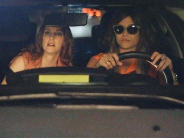 """Em """"Além do Horizonte"""", Lili e Priscila dão uma de detetives e seguem William de carro"""