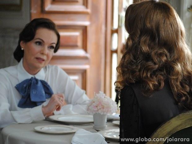 """Em """"Joia Rara"""", Pilar descobre que Sílvia quer se vingar de Ernest"""