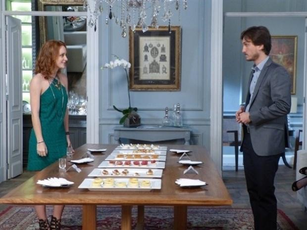 """Em """"Além do Horizonte"""", Priscila aparece na degustação do casamento no lugar de Lili"""
