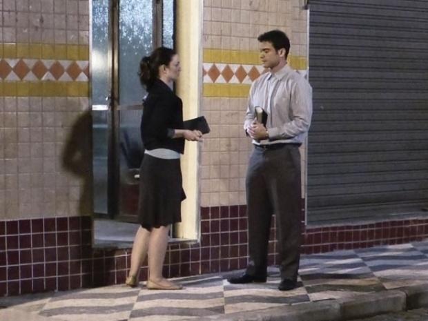 """Em """"Amor à Vida"""", Elias se interessa por Gina e pergunta se ela tem namorado"""