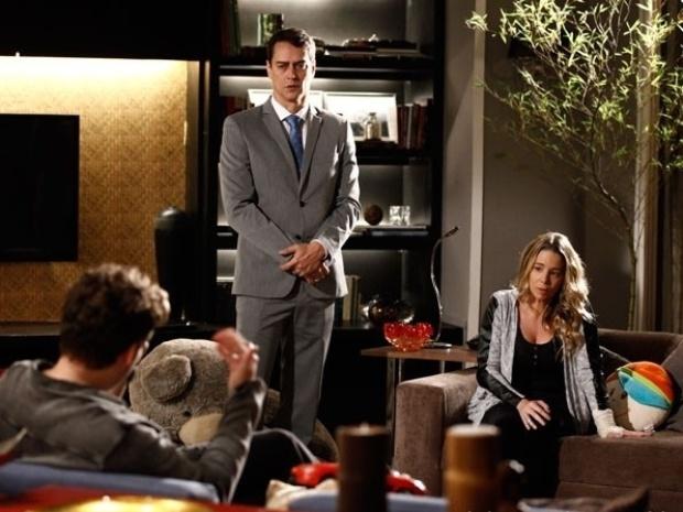 """Em """"Amor à Vida"""", Niko se nega a emprestar dinheiro e ameaça expulsar Eron e Amarilys de casa"""