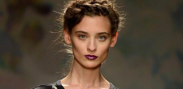 Modelo na passarela de Nicole Miller, na edição primavera/verão 2014 da semana de moda de Nova York - Getty Images