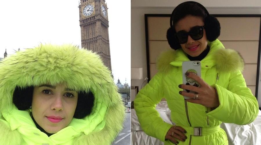 Paula Fernandes usa casaco verde fluorescente em passeio por Londres