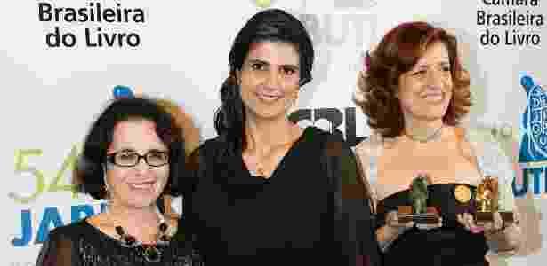 A vencedora do prêmio de Livro do Ano de Ficção de 2012, Stella Maris Rezende, a presidente da Câmara Brasileira do Livro, Karine Pansa, e a vencedora do prêmio de Livro do Ano de Não Ficção 2012, Miriam Leitão - Nelson Toledo/Divulgação/CBL
