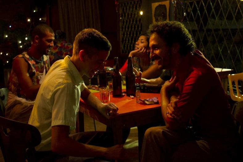 """Cena de """"Tatuagem"""", de Hilton Lacerda"""