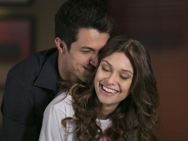 """Em """"Além do Horizonte"""", Álvaro deixa a namorada de lado e vai encontrar a amante, Fernanda"""
