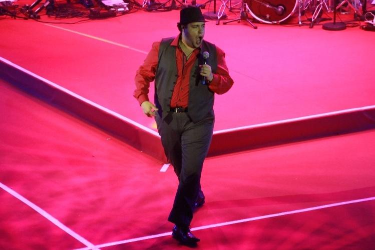 12.nov.2013 - Após a cerimônia de premiação, Tiago Abravanel comandou o show da noite
