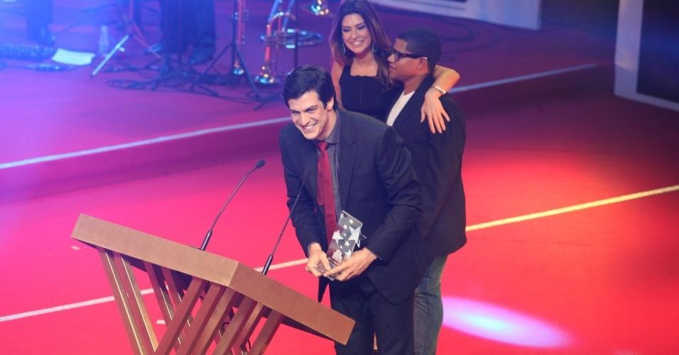 12.nov.2013 - Mateus Solano vence na categoria melhor ator