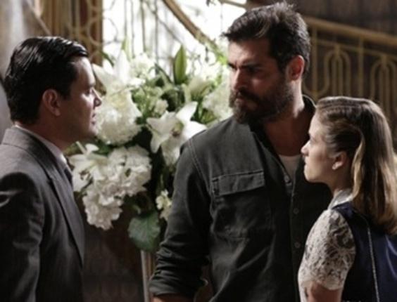 """Em """"Joia Rara"""", Toni vai à mansão Hauser para pedir Hilda em casamento"""
