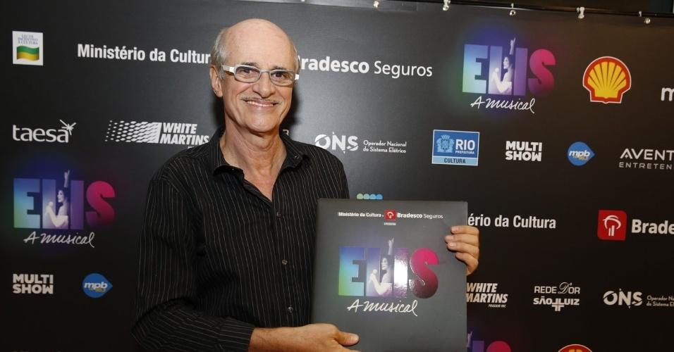 """14.nov.2013 - Marcos Caruso prestigiou a exibição do musical """"Elis, A Musical"""", no Rio"""