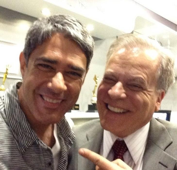 Bonner  posa sorridente com Chico Pinheiro