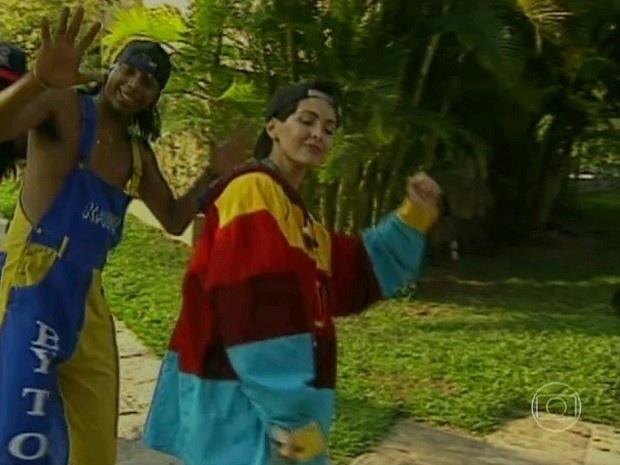 """No """"Encontro"""" do dia 4 de outubro de 2013, Fátima Bernardes recebeu Xuxa e relembrou o dia em que a rainha dos baixinhos a fez dançar funk de boné para trás e blusão ao lado do grupo You Can Dance, em 1994. As duas se divertiram relembrando a reportagem que foi feita para o """"Fantástico"""". """"Gostaram? Um dia eu vou apresentar o 'Encontro' com esse boné e com essa roupa"""", brincou Fátima"""