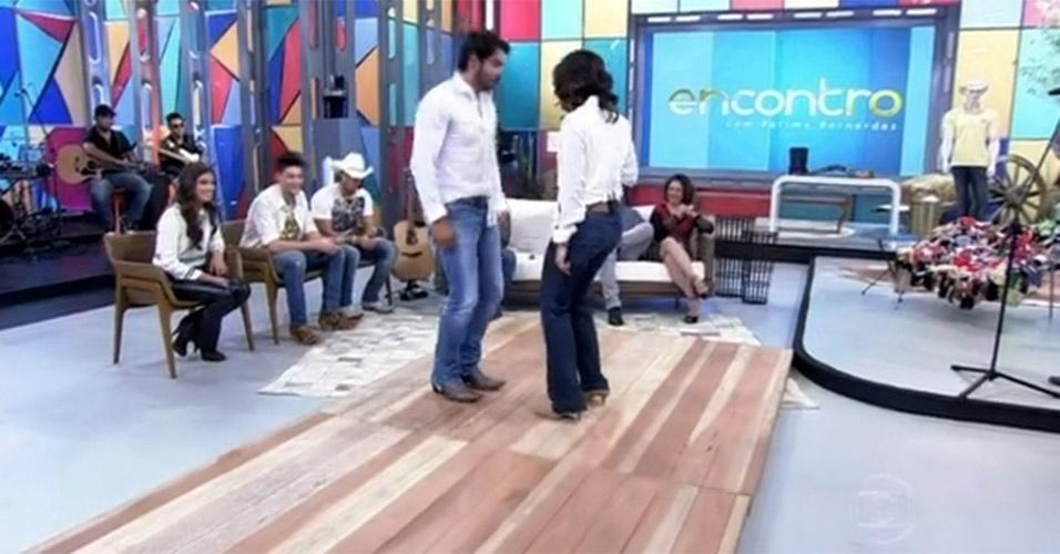"""No """"Encontro"""" que foi ao ar no dia 16 de agosto de 2013, Fátima Bernardes dançou catira no palco do programa"""