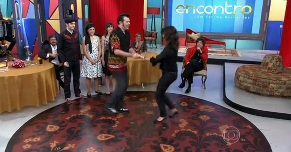 """No """"Encontro"""" que foi ao ar no dia 2 de agosto de 2013, Fátima Bernardes pediu para ter uma aula particular de rock. E dançou ao lado do professor"""