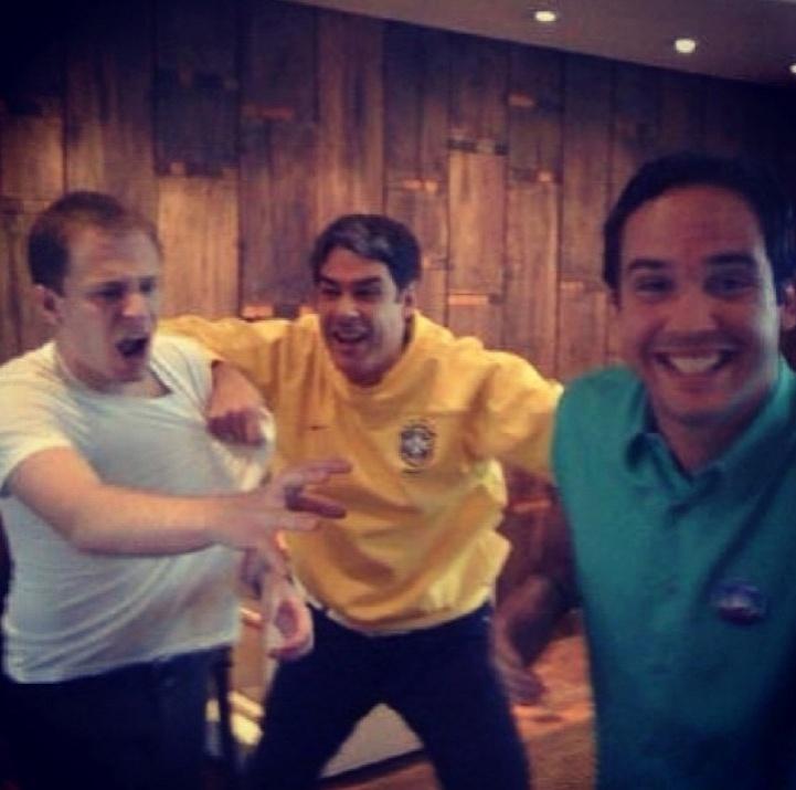 """""""Tio @realwbonner libertando Caio da escravidão imposta por Tiago (Liefert) durante a Copa de 2010"""", escreveu ele na legenda da foto no Instagram"""