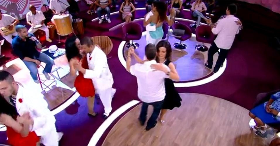 """No """"Encontro"""" que foi ao ar no dia 15 de novembro de 2012, Fátima Bernardes dançou com Carlinhos de Jesus ao som de Diogo Nogueira"""
