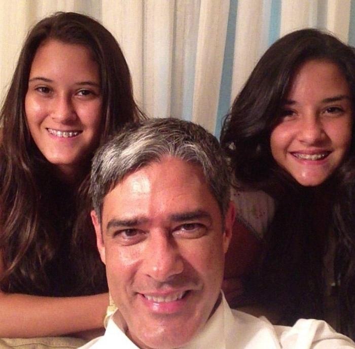 """William Bonner com a filhas Beatriz e Laura: """"Pai tiete"""", disse ele na legenda da foto"""