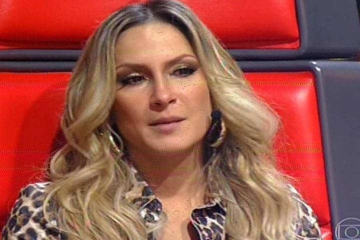 """14.nov.2013 - Claudia Leitte se emociona na segunda noite de batalhas do """"The Voice Brasil"""""""