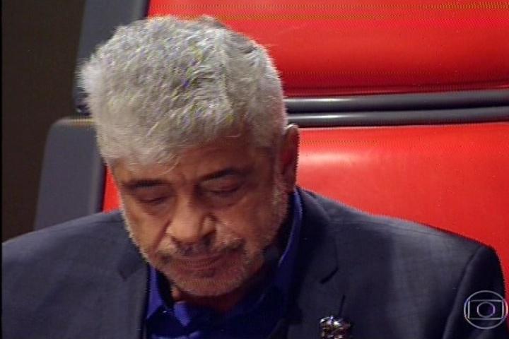 14.nov.2013 - Lulu Santos chora ao ouvir sua música interpretada por Gustavo Trebien e a dupla André e Kadu