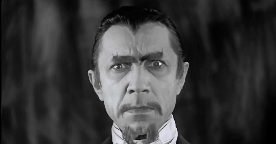 """""""White Zombie"""" (1932) - O clássico """"Zumbi Branco"""" (na versão nacional) é conhecido por ser o primeiro a mostrar no cinema esse tão querido morto-vivo. Na trama, Bela Lugosi interpreta um feiticeiro que revive os mortos para ter mão de obra em sua fábrica. Inspirado pelo filme, o vocalista Rob Straker montou a banda """"White Zombie"""" em 1985. Mais tarde, ele ainda mudaria o nome artístico para Rob Zombie"""