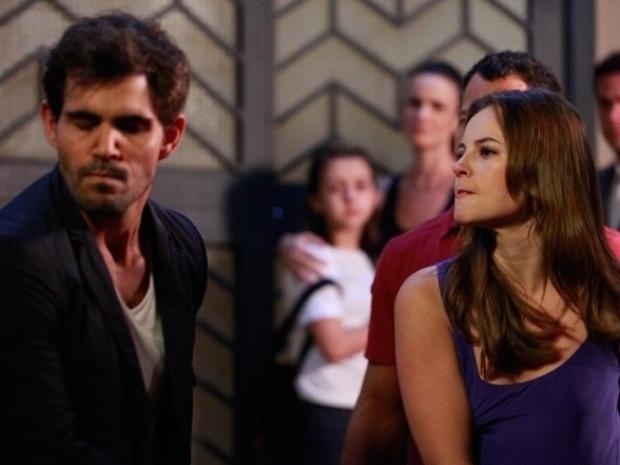 """Em """"Amor à Vida"""", Paloma dá tapa na cara de Ninho e o proíbe de ver Paulinha"""